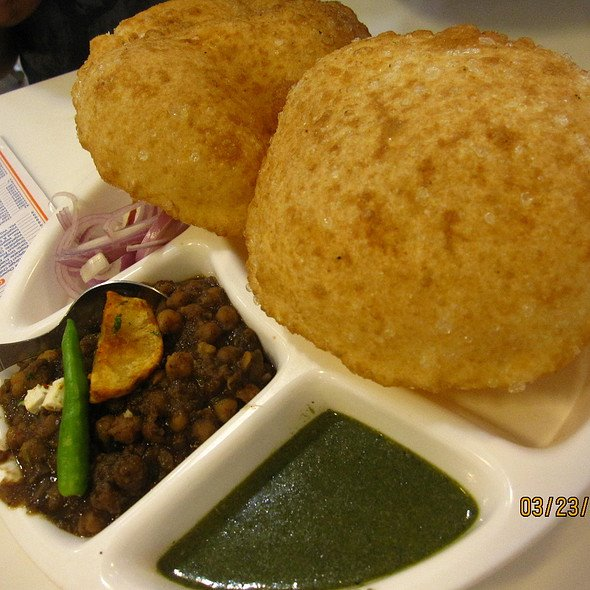 Chole Bhature at Om Di Hatti