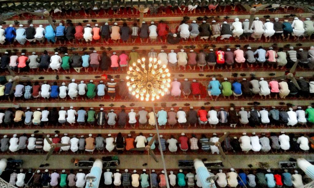 Muslims praying during ramazaan
